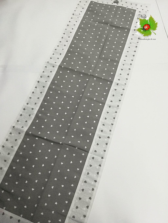 Runner centrotavola con cuoricini in cotone 45x135 cm. Col.Grigio. B450