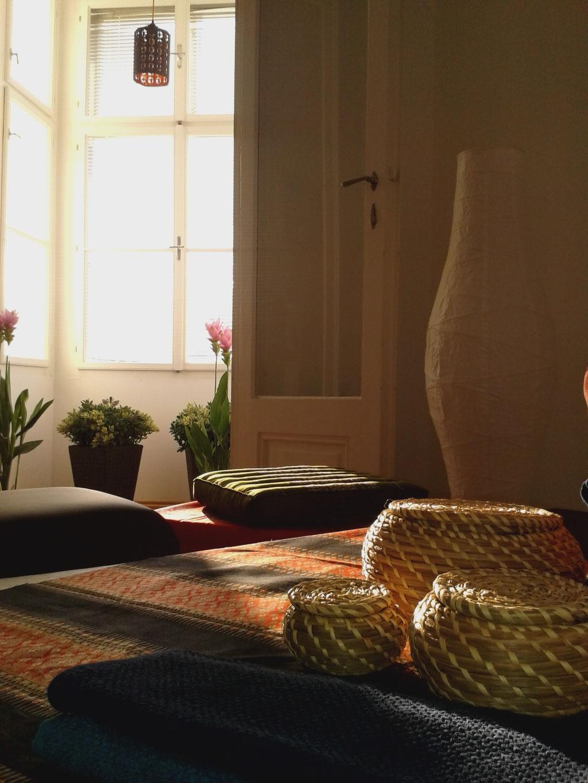 Asiatische Dekoration im Massage Raum in Steyr