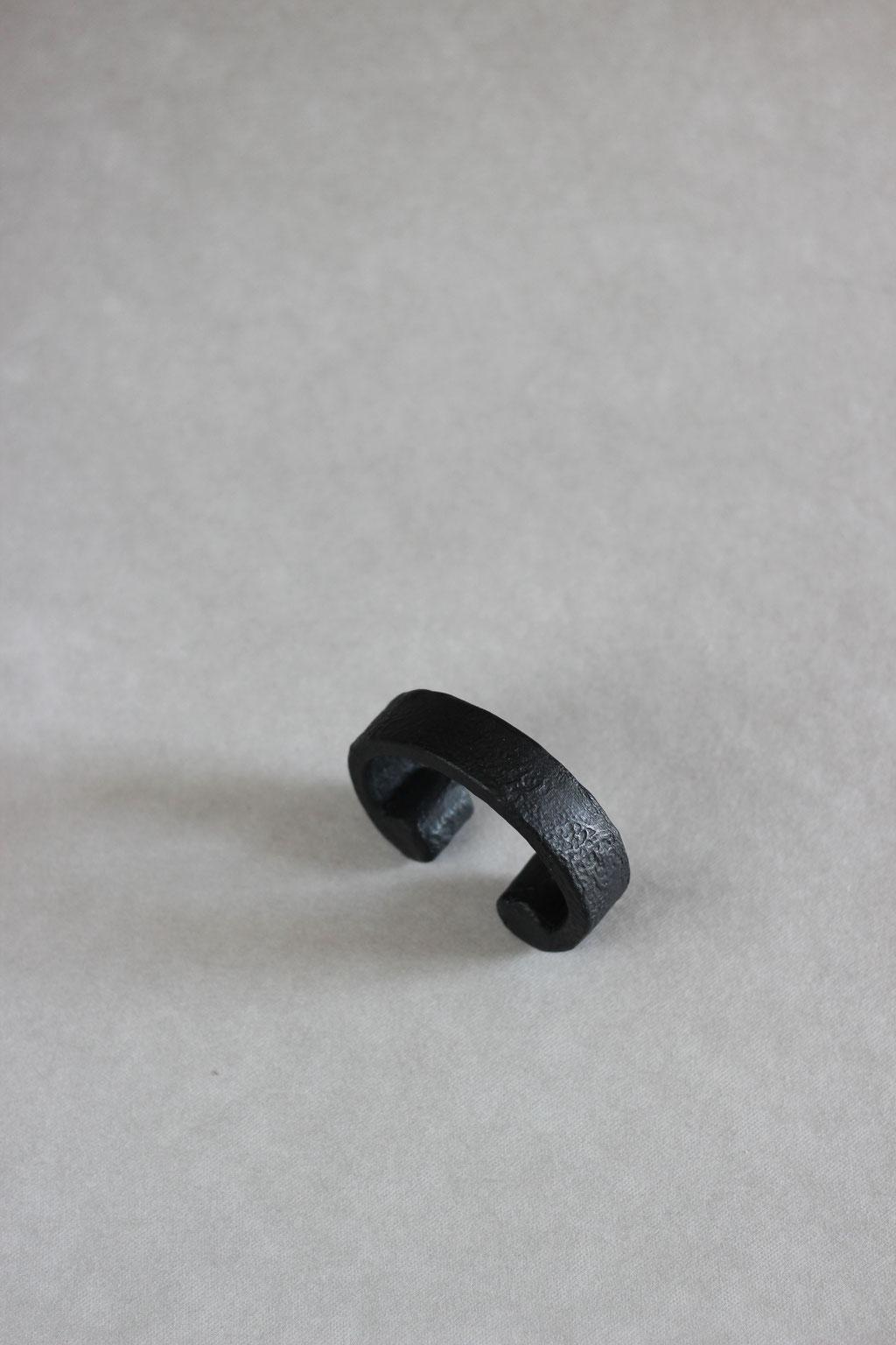 Scroll small black