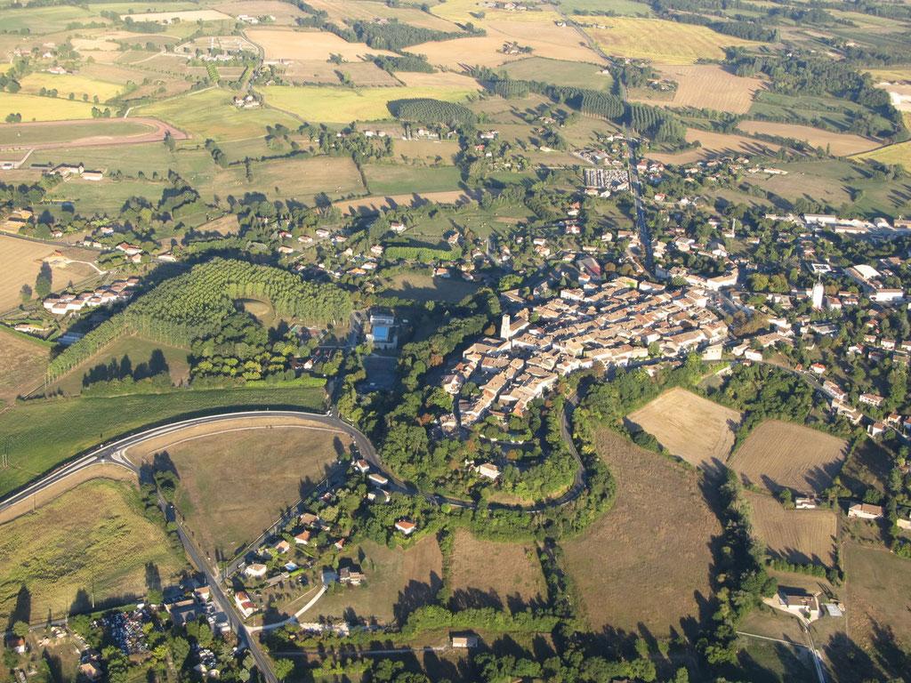 Castillonnès vue d'ULM - Crédit photo Didier Faugère