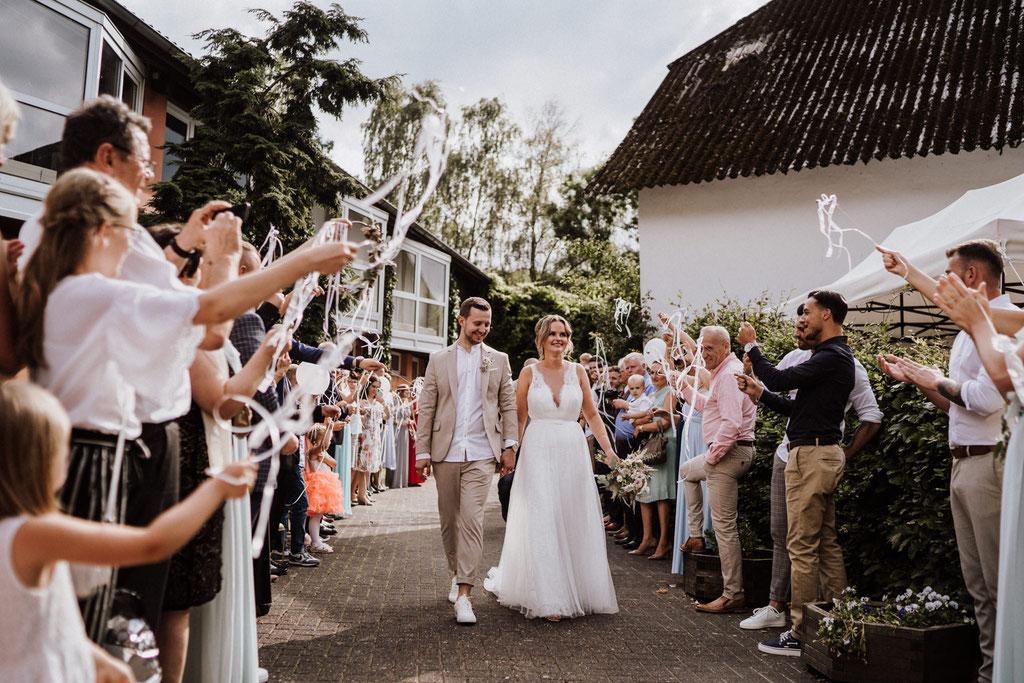 Einlauf Brautpaar Gut Rothensiek Hochzeit Horn-Bad Meinberg