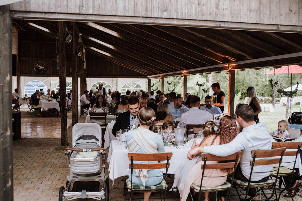 Hochzeitsfeier draußen auf dem Gut Rothensiek Detmold
