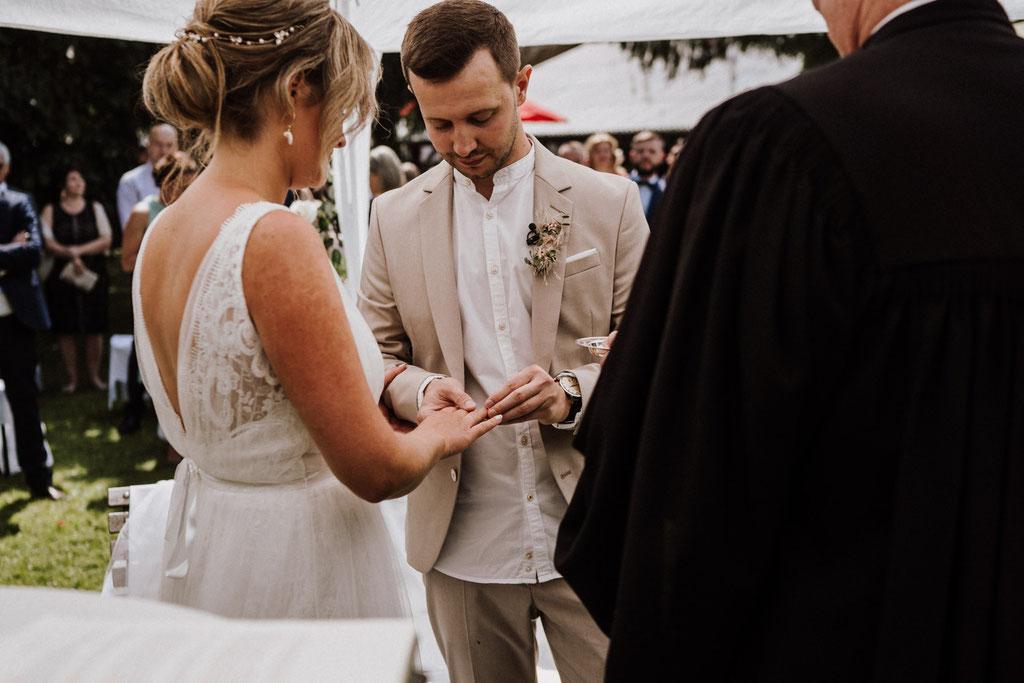 Ringwechsel Brautpaar Gut Rothensiek Hochzeitsfotograf