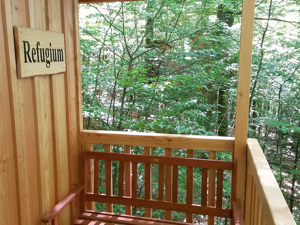 Baumhaus Refugium, Balkon. Bild: Baumhaushotel Solling..