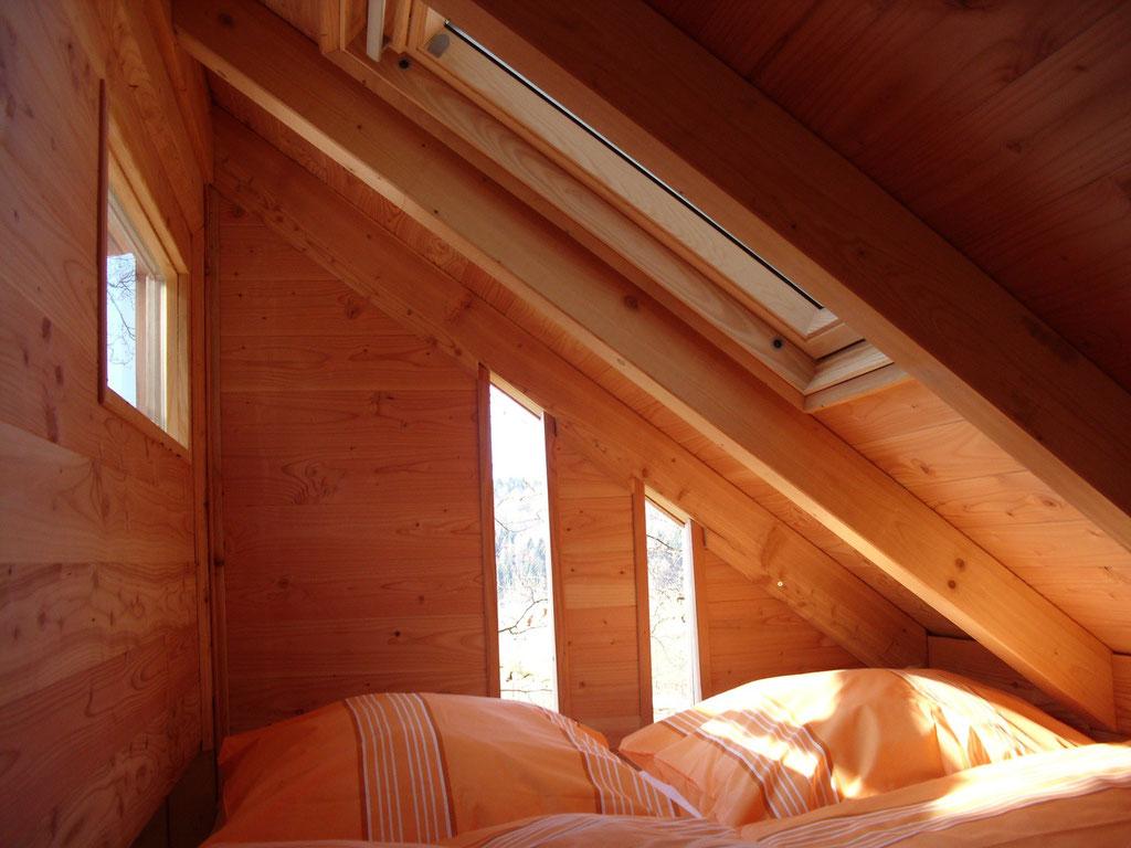 Baumhaus Sollingblick,  Doppelbett oben. Bild: Baumhaushotel Solling.