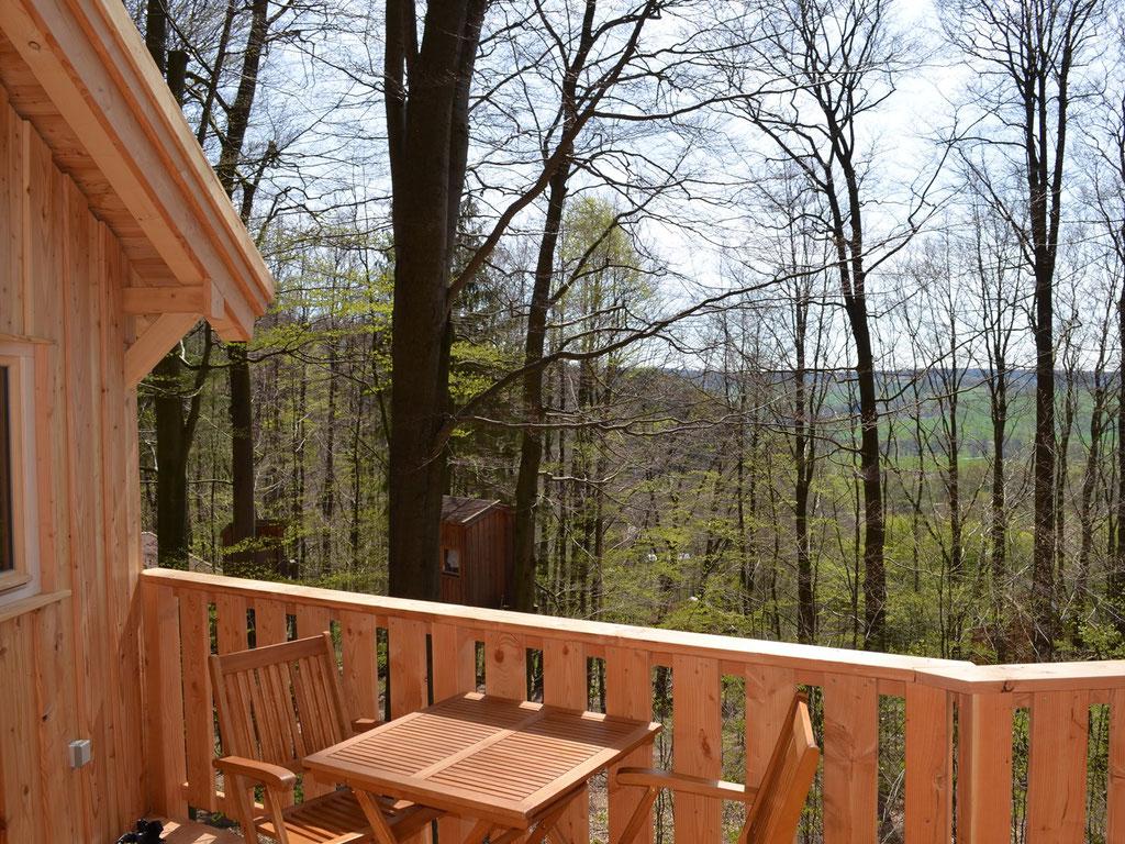 Baumhaus Kobel, Balkon, Blick nach Süden. Bild: Baumhaushotel Solling