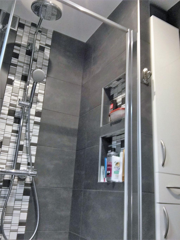 Albertus rénovation salle de bain à Gap - 05000 Hautes Alpes carrelage mosaïque bois niche encastrée