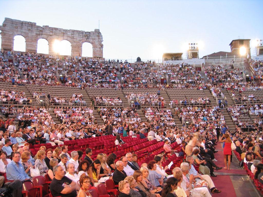 Italien: Oper in der Arena di Verona