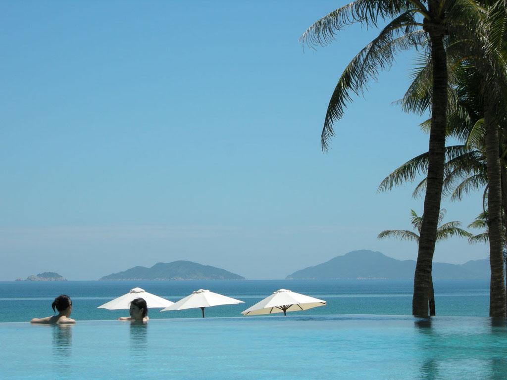 Vietnam: Infinity Pool im Luxushotel The Nam Hai