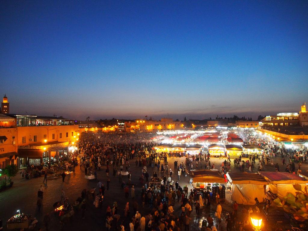 Marrekesch: der berühmte Platz Djemaa el Fna