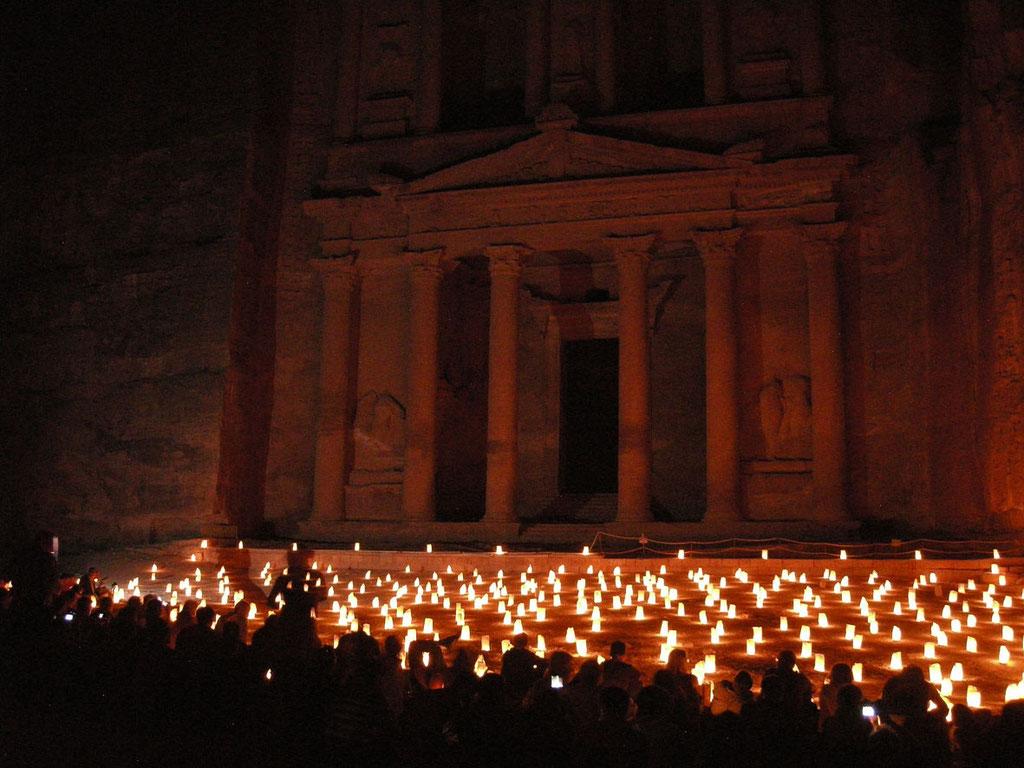 Jordanien: Petra by night