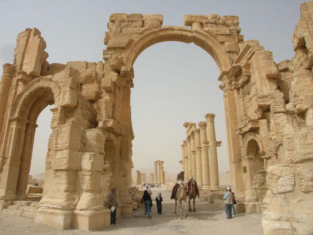 Syrien: Wüstenstadt Palmyra, inzwischen teils zerstört