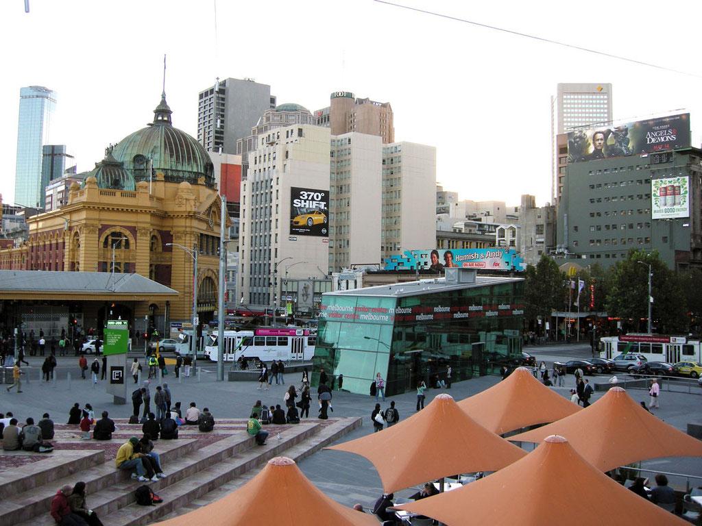 Australien/Victoria: Melbournes Federation Square im Zentrum