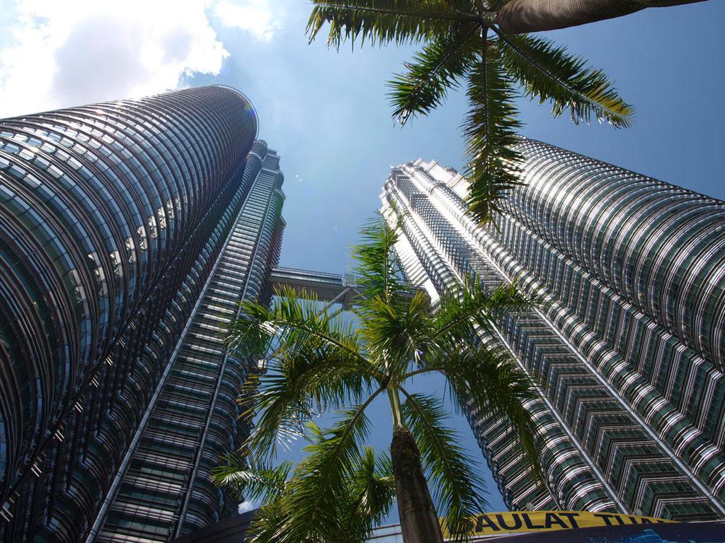 Malaysia: Petronas Towers in Kuala Lumpur