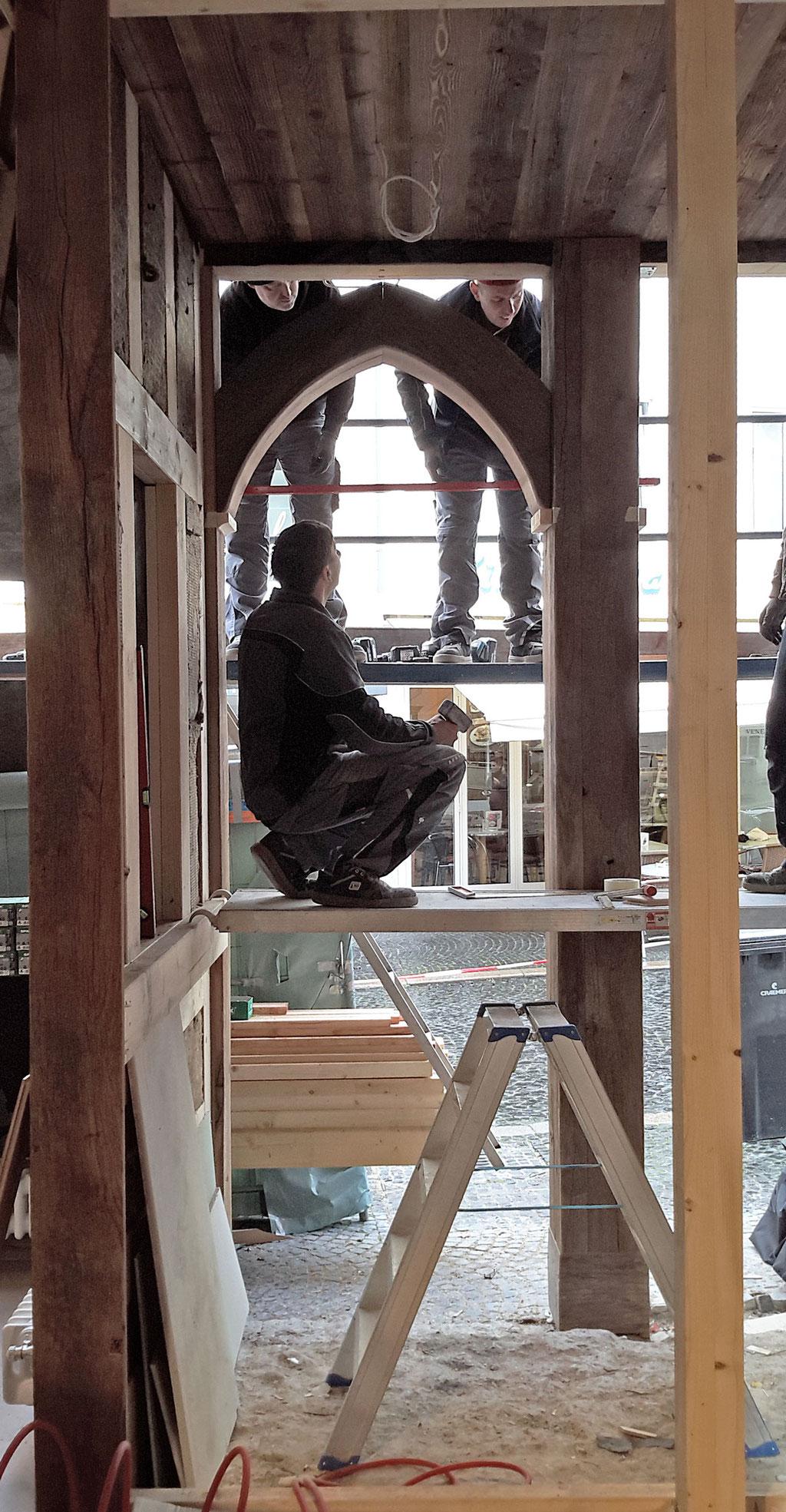 Wirleitner saniert und renoviert - Einbau von historisch nachempfundenen Eichenfenstern und Türelementen...