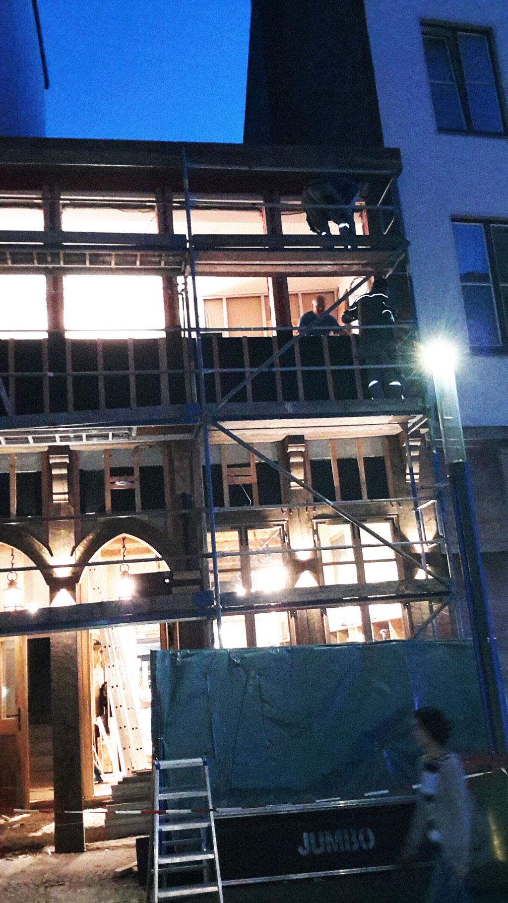 Die Hausfassade wird mit 10 Wandstrahler beleuchtet und erfreut so das Herz jedes Betrachters.