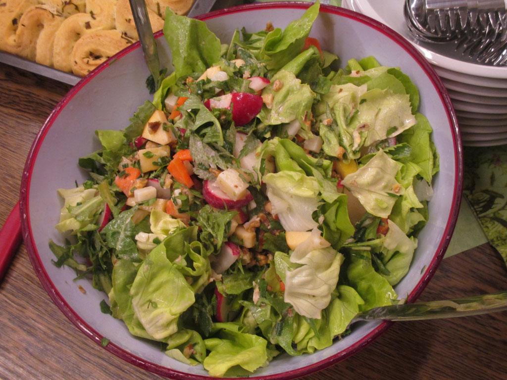 Salat mit warmem Wurzelgemüse