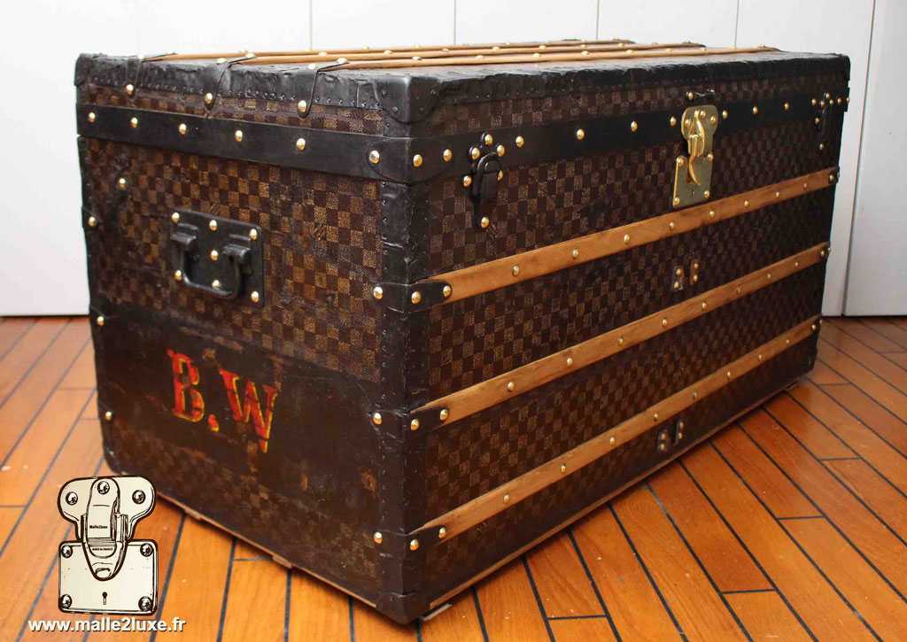 malle courrier table basse Louis Vuitton