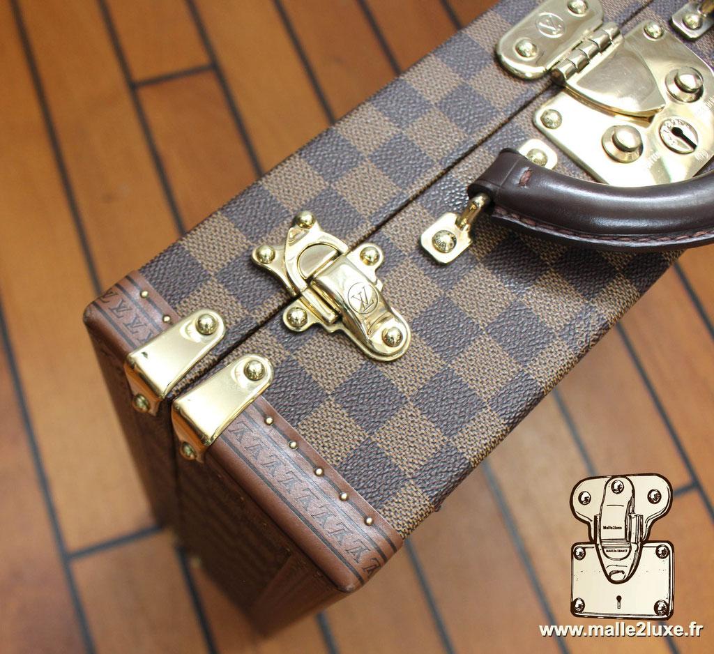 AAS Louis Vuitton malle sur mesure  fermoirs