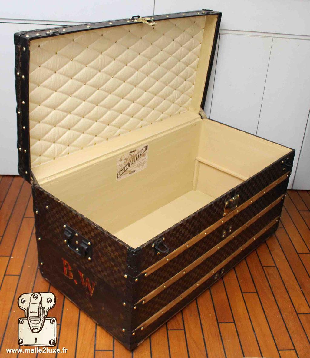 malle courrier Louis Vuitton table basse