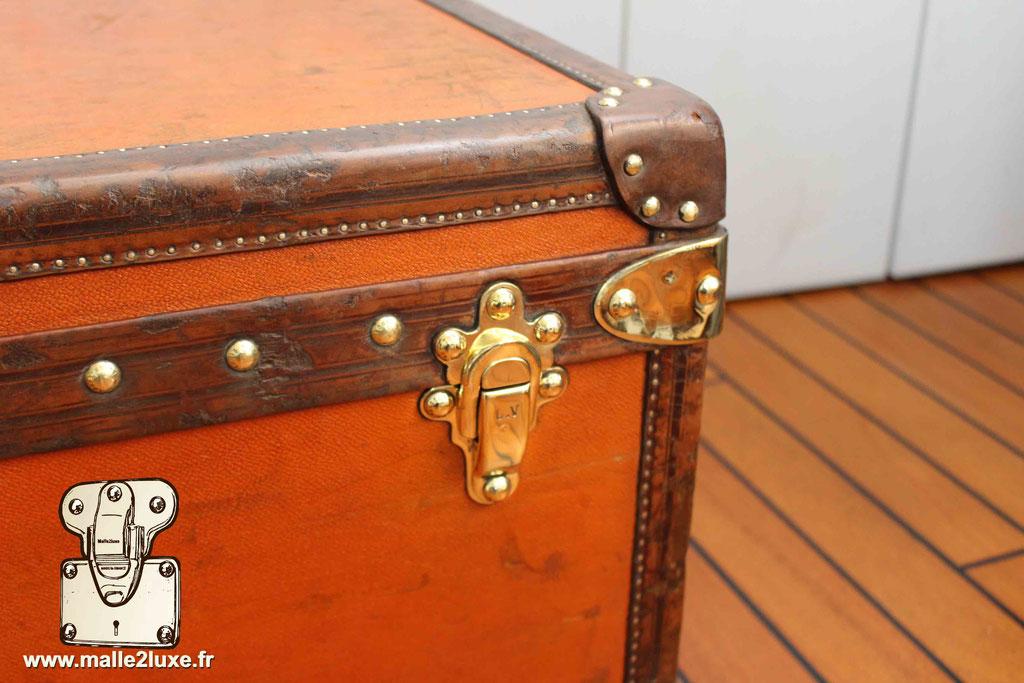 la malle en coin cuir cabine Louis Vuitton