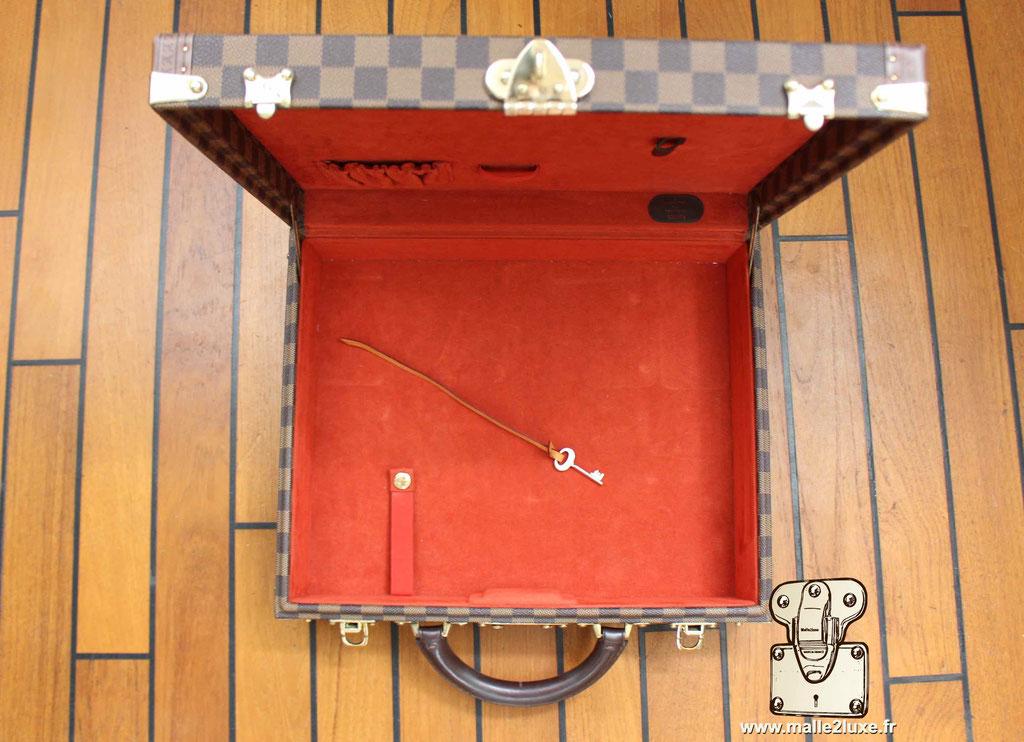 AAS Louis Vuitton malle sur mesure  rouge