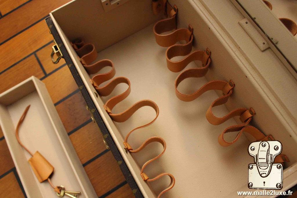 Vanity Louis Vuitton intérieur for sale