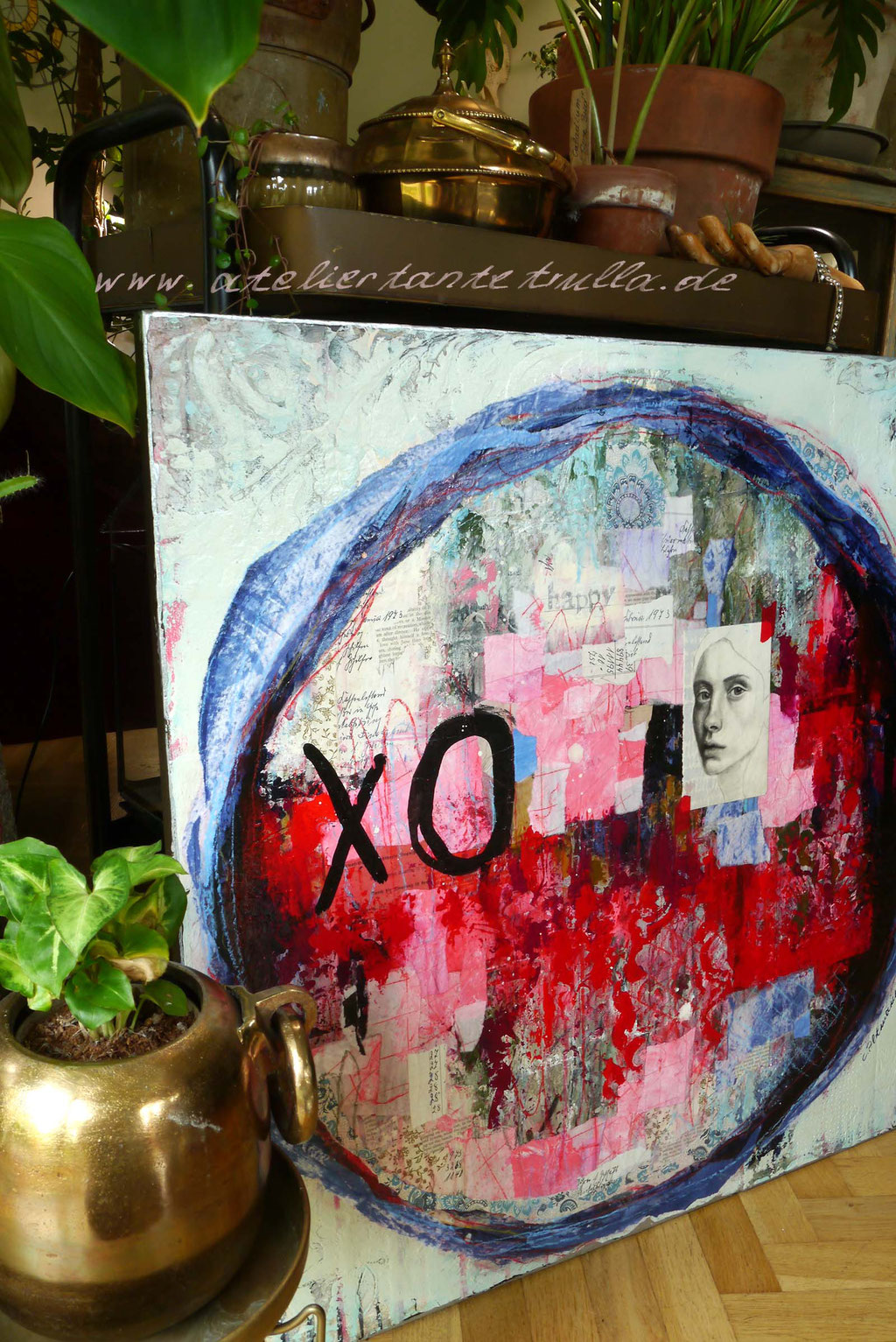 abstraktes Gemaelde Collage mit Gesicht rot blau
