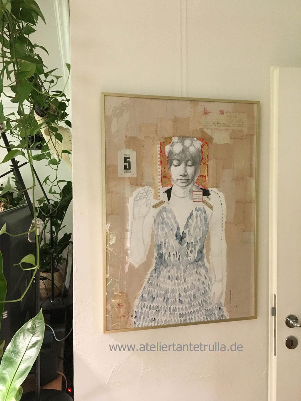 expressive Bleistift-Zeichnung Frau mit Mixed Media und Blattgold