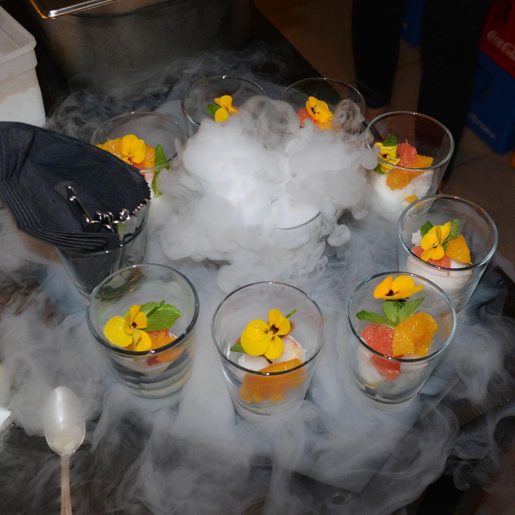 Gin tonic sorbet afgewerkt met citrus