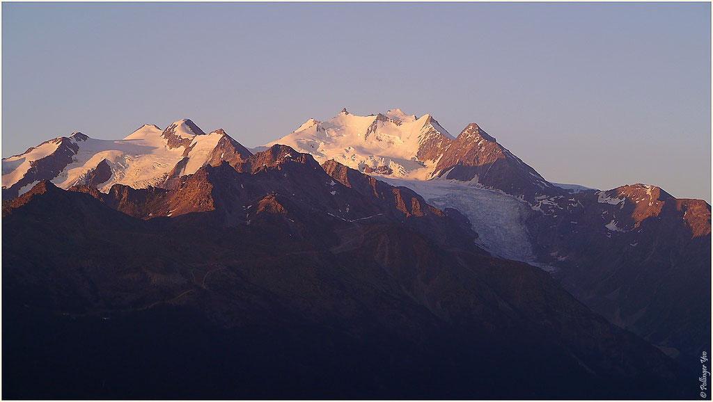11.07.2015 Sonnenaufgang 05.55Uhr Balfrin 3796m Dom 4545m und Dürrenhorn 4035m