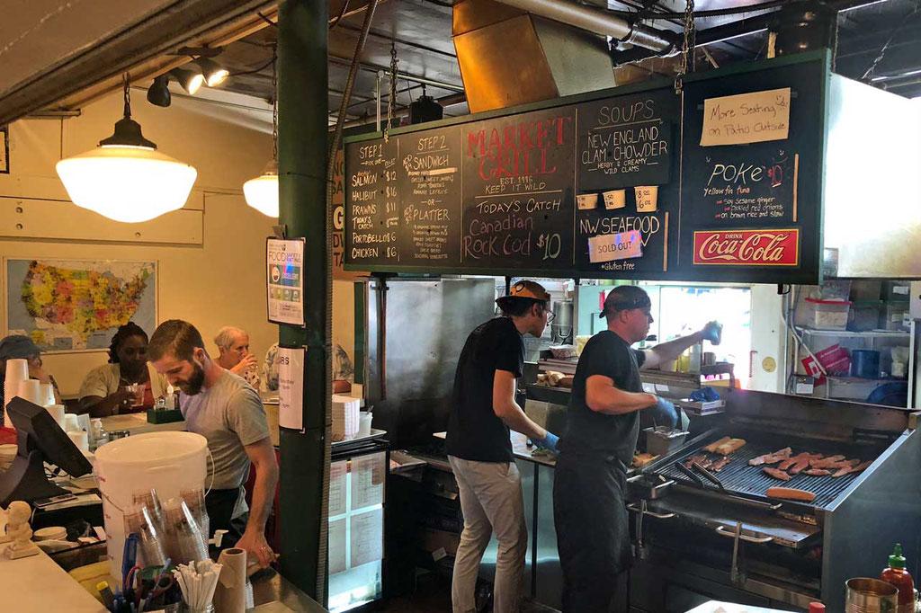 Der Market Grill hat die besten Fish Sandwichs,  Pike Place Market Seattle
