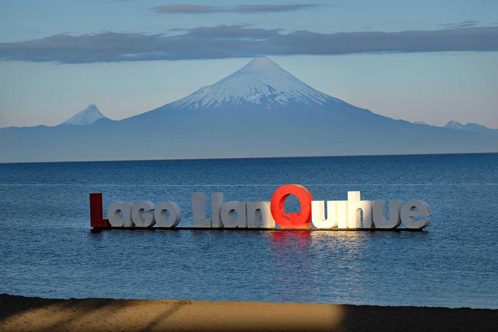 Strand in Llanquihue mit Orsono Vulkan