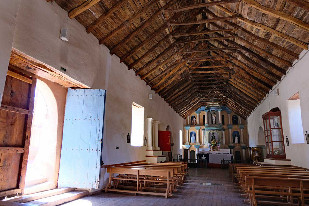 Iglesia de San Pedro mit Kakusholzdecke