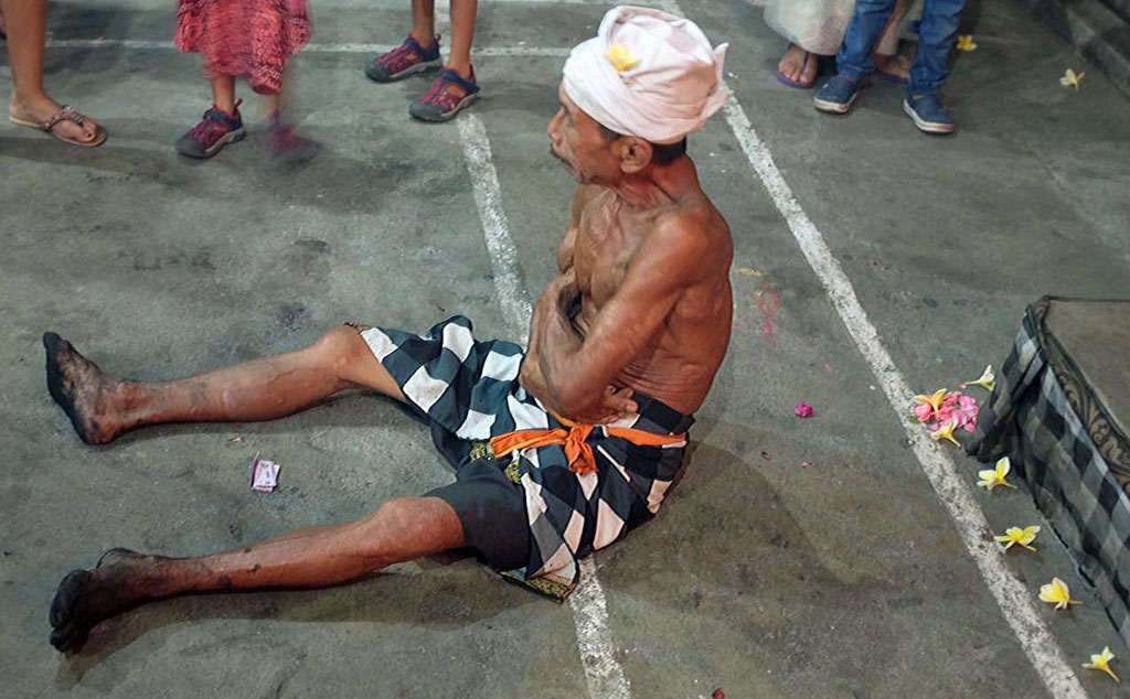 Ein Kecak Feuertänzer in Ubud