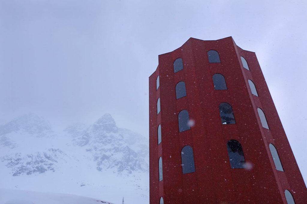 Der Rote Turm am Julierpass