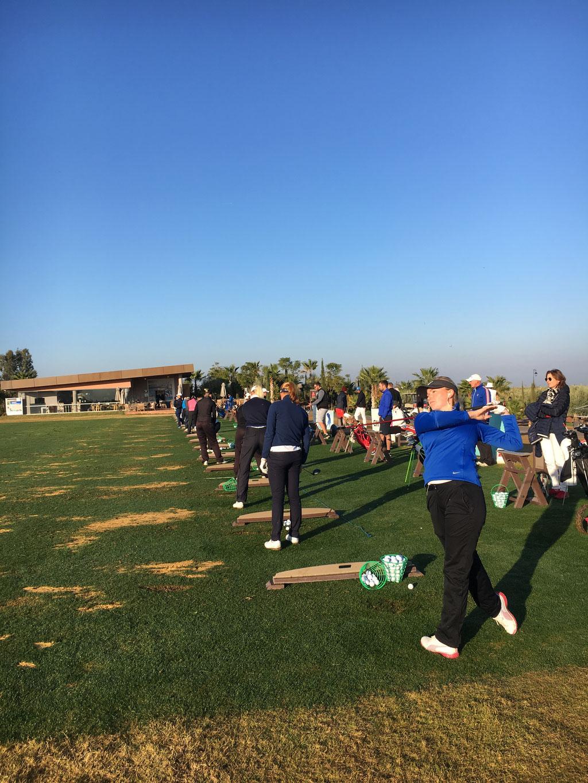 """Training eines Golfprofis - Alltag für Luisa Dittrich. Stundenlanges üben macht den Meister. Daneben noch was """"normales"""" zu arbeiten ist undenkbar. ProAms, Preisgelder und Sponsoren sind die einzige Möglichkeit, den Lebensunterhalt zu sichern."""