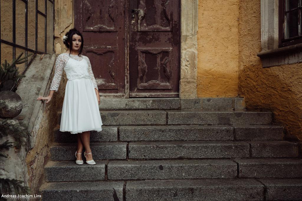 """""""Sina"""" - kurzes zweiteiliges Hochzeitskleid mit Spitzentop und Chiffonrock """"Ima"""""""