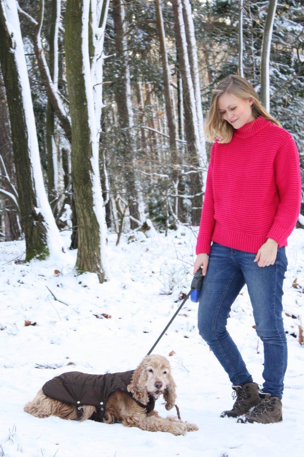 Weiße Weihnachten, ein winterliches Outfit mit pinkem Grobstrickpullover von H&M und einer bezaubernden Schneelandschaft.