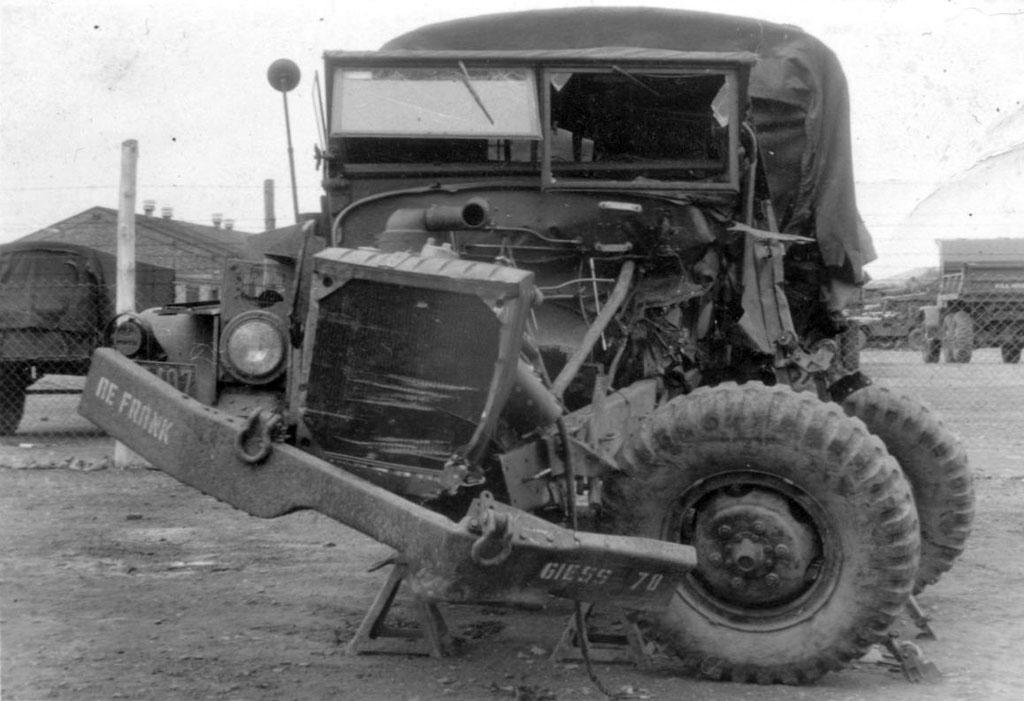 4. Womöglich Unfall-Truck, in den Elvis verwickelt war. Wer kennt die Story und den Wahrheitsgehalt? Sammlung Rolf Herz, Digitale Sammlung ONLINE-MUSEUM Bad Nauheim