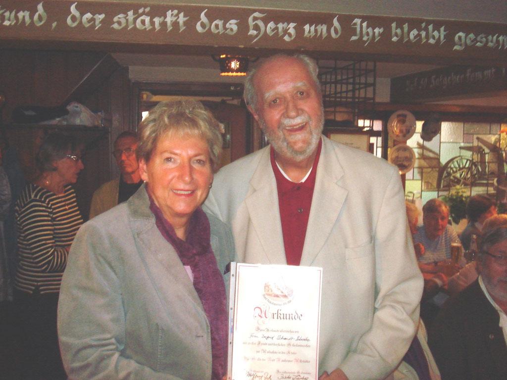Ingrid Schmidt-Schwabe, Vorsitzende des Freiwilligenzentrums Bad Nauheim und Wolfgang Zeh, Altstadtgildemeister, Foto: Eberhard Bogdoll