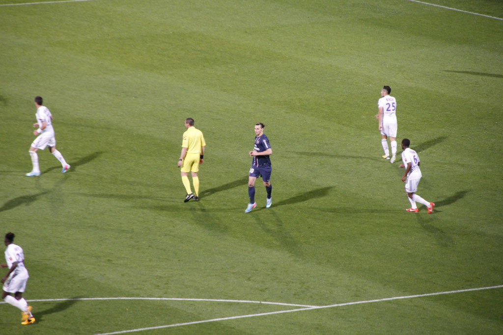 Zlatan Ibrahimovic, au centre lors du match OL - PSG - Lyon - Gerland - Mai 2013  © Anik COUBLE