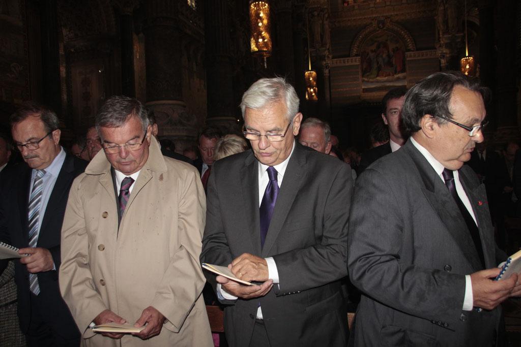A gauche Jean-François CARENCO et Michel Mercier, à droite, Jean-Dominique Durand, président de la fondation Fourvière, lors du renouvellement du vœu des Echevins - Basilique de Fourvière - Lyon - 08 Sept 2013 © Anik COUBLE