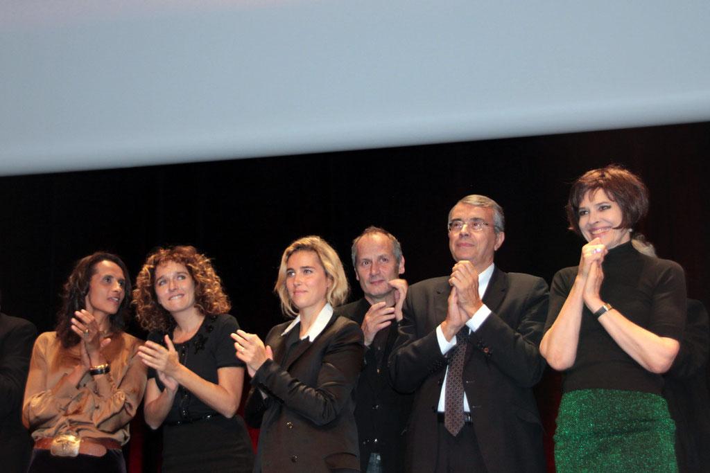 Jean-Jack QUEYRANNE, entouré des invités du Festival Lumière - 2011 © Anik COUBLE
