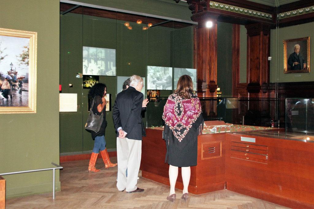 Roger Corman, sa femme Julie et  Alex Stapleton,  visitant le musée Lumière  - Festival Lumière 2011 - Lyon - Photo © Anik Couble