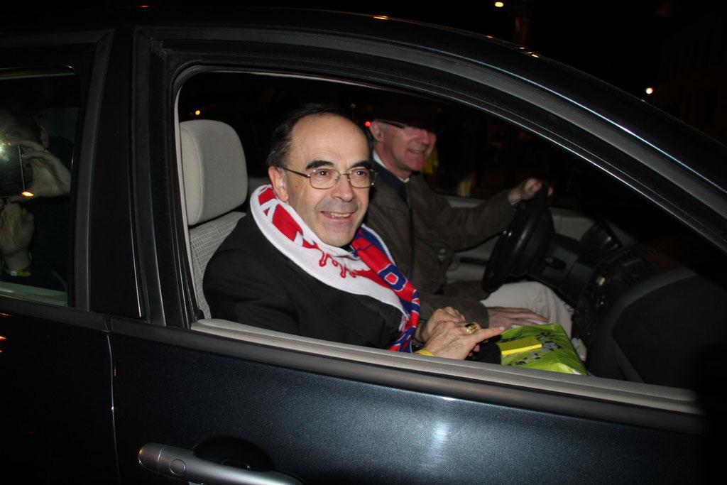 Le Cardinal archevêque de Lyon, Philippe Barbarin, premier supporter de l'OL, à la sortie du match © Anik COUBLE