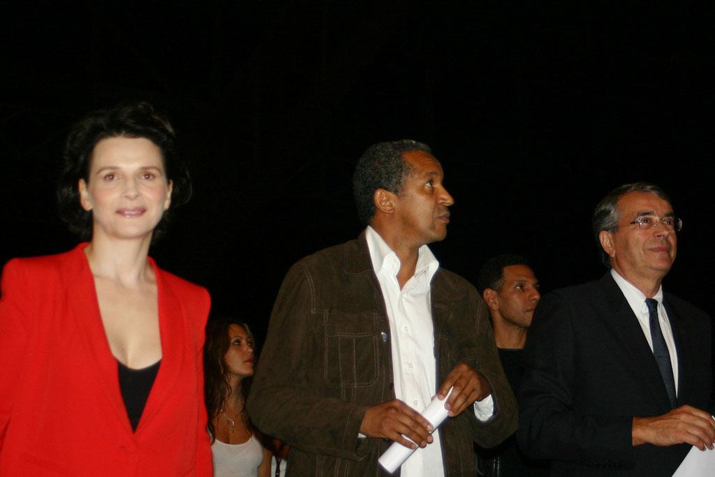 Juliette Binoche,  Aberrrahmane Cissako et Jean-Jack Queyranne - Cérémonie d'ouverture du Festival Lumière - Lyon - Oct 2010 © Anik COUBLE