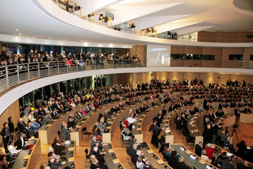 Les invités officiels, installés dans la salle des délibérations, lors de la cérémonie des voeux de Jean-Jack QUEYRANNE © Anik COUBLE