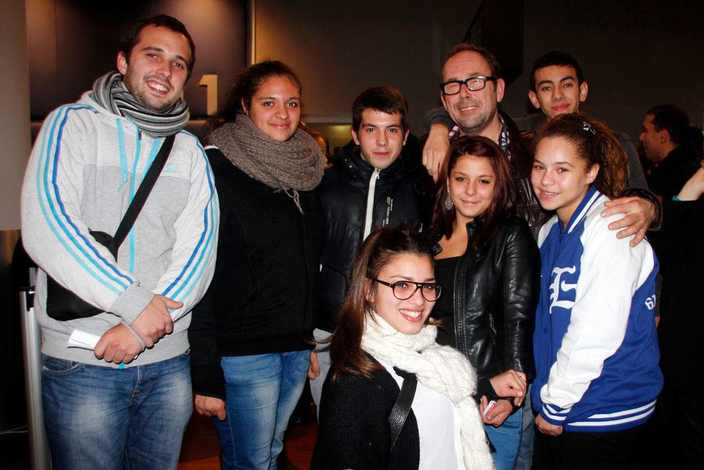 """Olivier Gourmet, au centre, entouré de spectateurs, lors de l'avant-Première du film """"La Marche""""  Lyon - 5 Novembre 2013 - Photo © Anik COUBLE"""