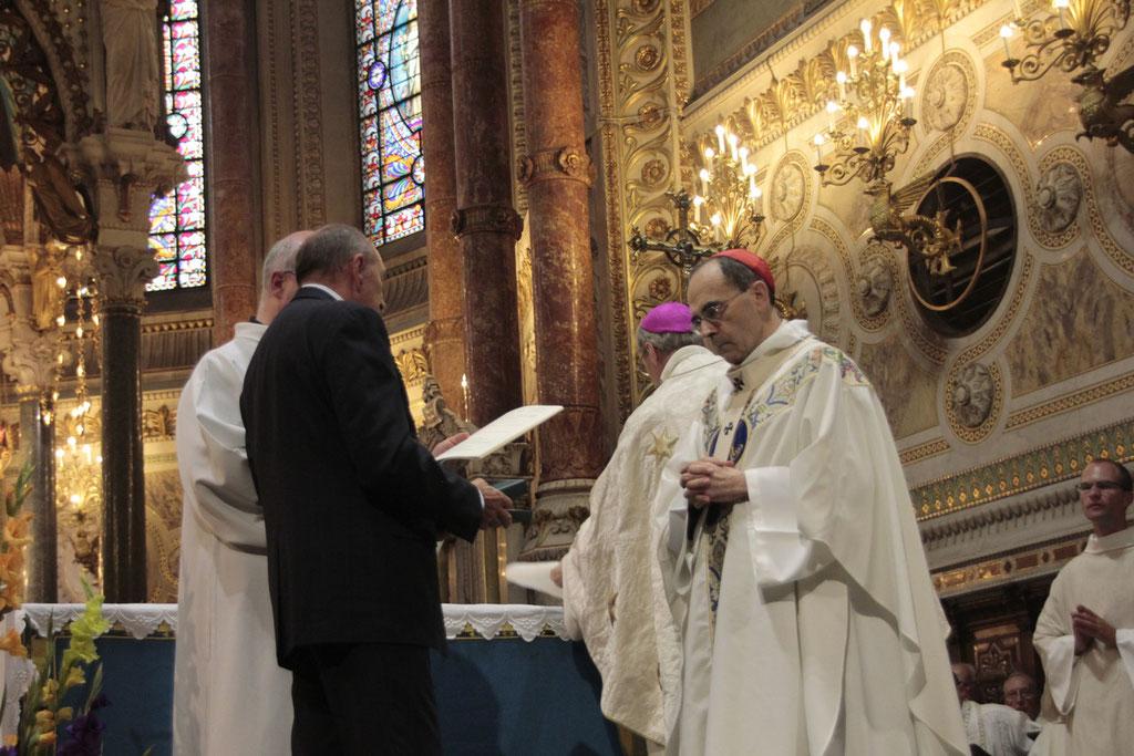 Le Cardinal Philippe Barbarin, archevêque de Lyon et Gérard Collomb, maire de Lyon, lors du renouvellement du vœu des Echevins - Basilique de Fourvière - Lyon - 08 Sept 2013 © Anik COUBLE